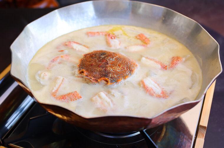 新潟県産活物の毛蟹と大根のみを使用した毛蟹鍋