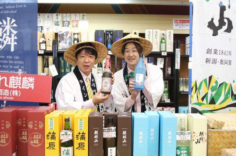 阿賀町には全国に知られる地酒が多いのだ。お土産売り場ではあらゆる地酒を販売。日本酒に目がない僕は思わずニンマリ