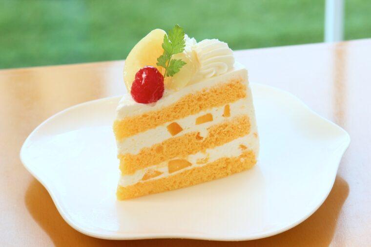 完熟桃のショートケーキ