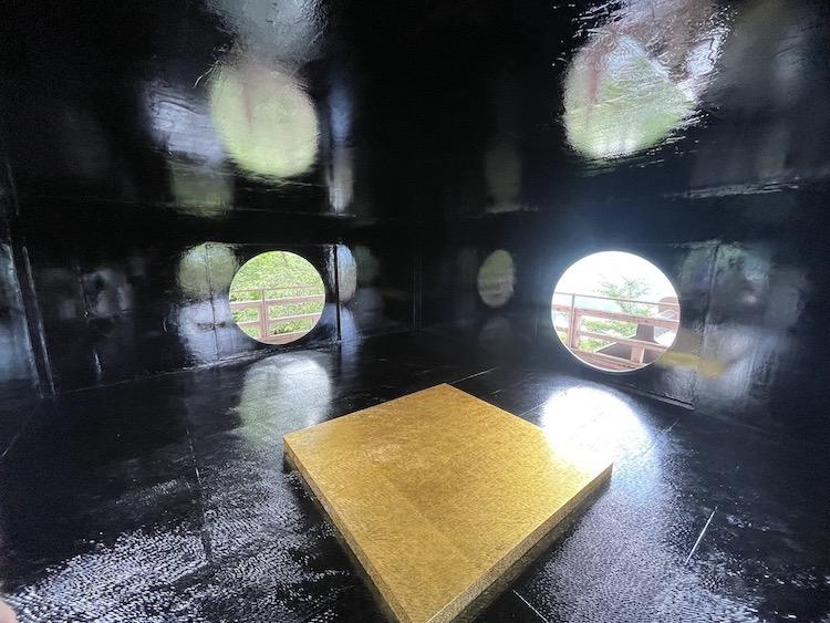 鞍掛純一+日本大学芸術学部彫刻コース有志「脱皮する時」(3階)