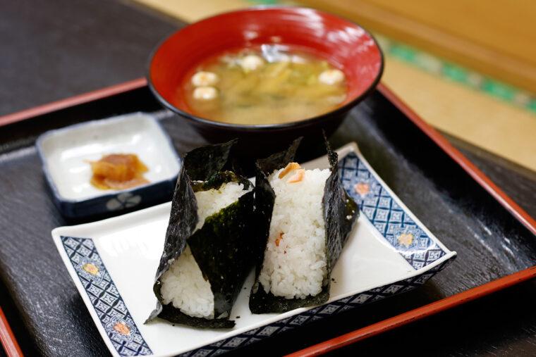 『あが米セット』(480円)は味噌汁と漬物が付く