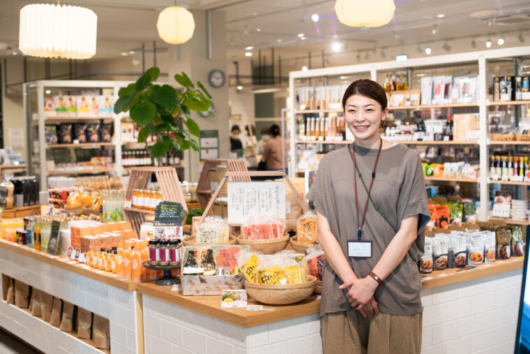 スタッフの高橋さんにおすすめ商品やお店の魅力を教えてもらいました