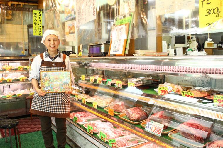 お弁当担当の大谷眞弓さん。お客の意見を汲み取りつつも、35年以上変わらぬ味を守り続けています