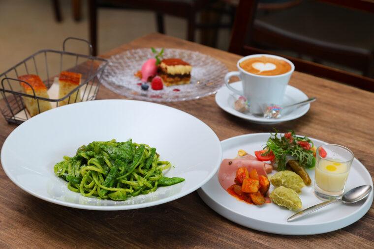 『PranzoA』(1650円〜。写真は+500円でサラダを前菜盛り合わせに変更)