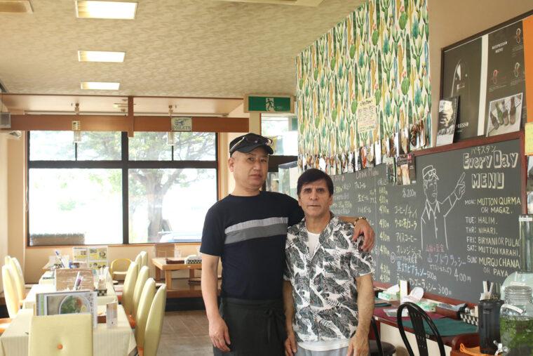 左から、店主の江口さんとシェフのアリさん