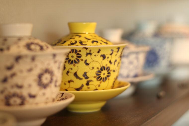 色鮮やかな、可愛らしい模様の茶器