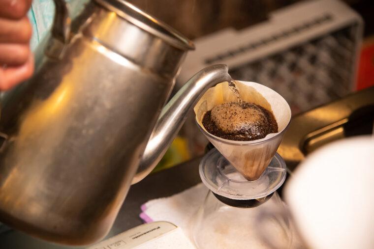 関川さんがコーヒーをいれてくれました