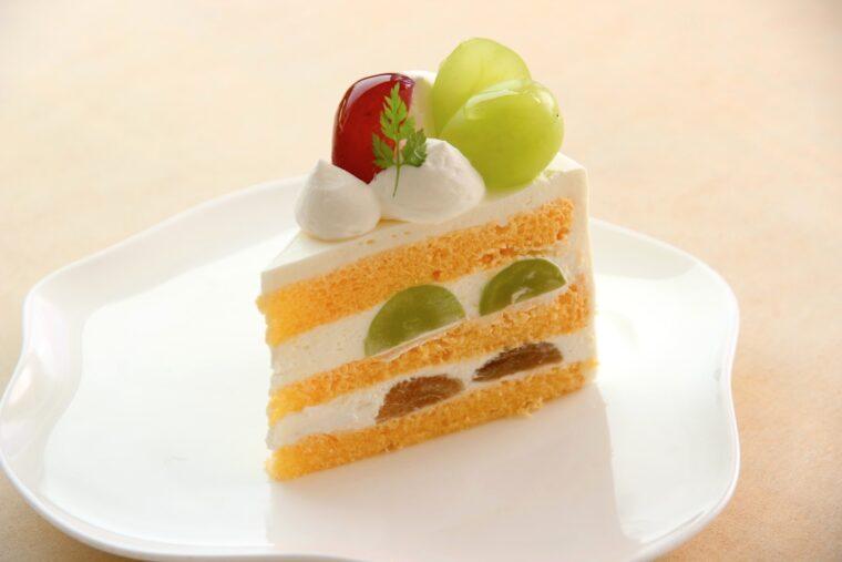 『ルビーロマンとシャインマスカットのショートケーキ』(450円)