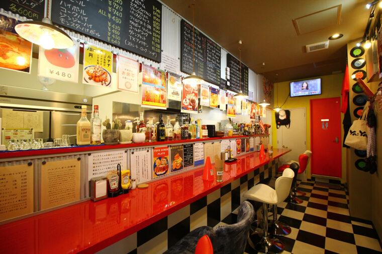 TOYS DINER 内装。店主のアメコミ好きが高じて開店したそうで、店内はまさに「アメリカンダイナー」な雰囲気