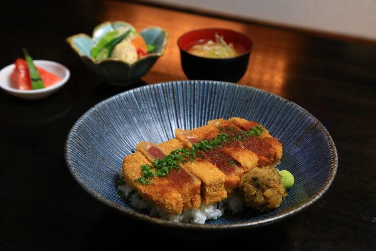 『牛レアカツ丼』(1,430円)