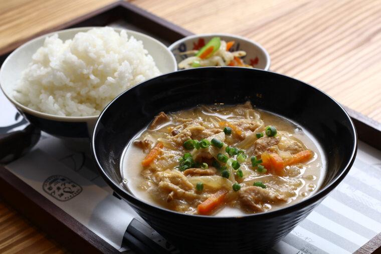 『ごちそうとん汁定食』(880円)