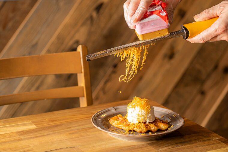 『クロッフルメープル×塩アイス×ブラウンチーズ』(792円)