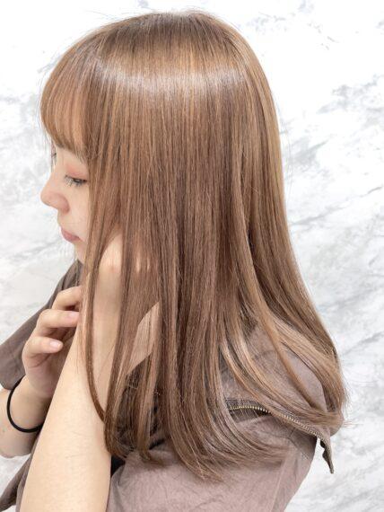 ゲストの髪の状態に合わせて薬剤をセレクト。髪への負担を最小限におさえたデザインカラーも好評