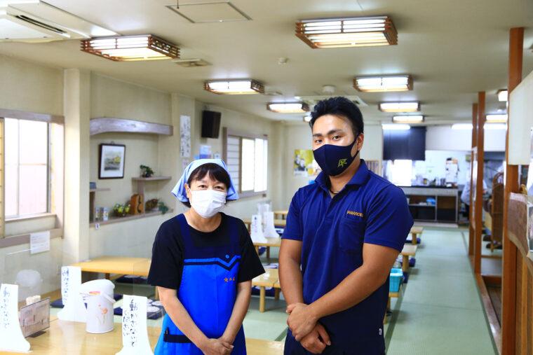 スタッフの家合さん(左)と成田さん(右)